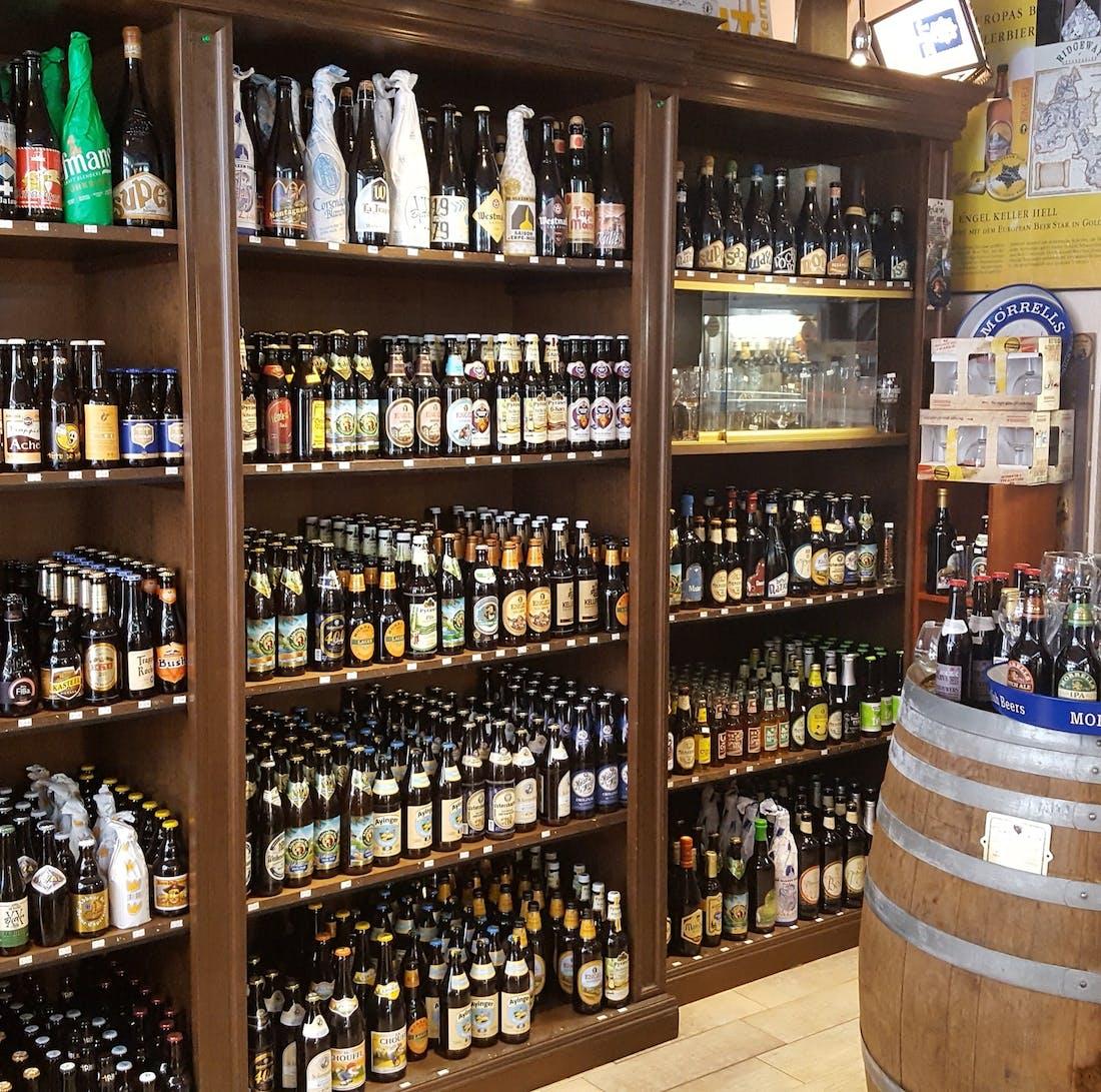 Primo beershop a Biella ,aperto dal 2003 . Disponibili oltre 300 birre artigianali fra le migliori al mondo ! Buona selezione di gin ,wisky,rum .