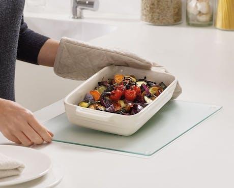 Tagliere in vetro Worktop Saver resistente al calore cm 15,8 x 19,7, bianco Joseph Joseph
