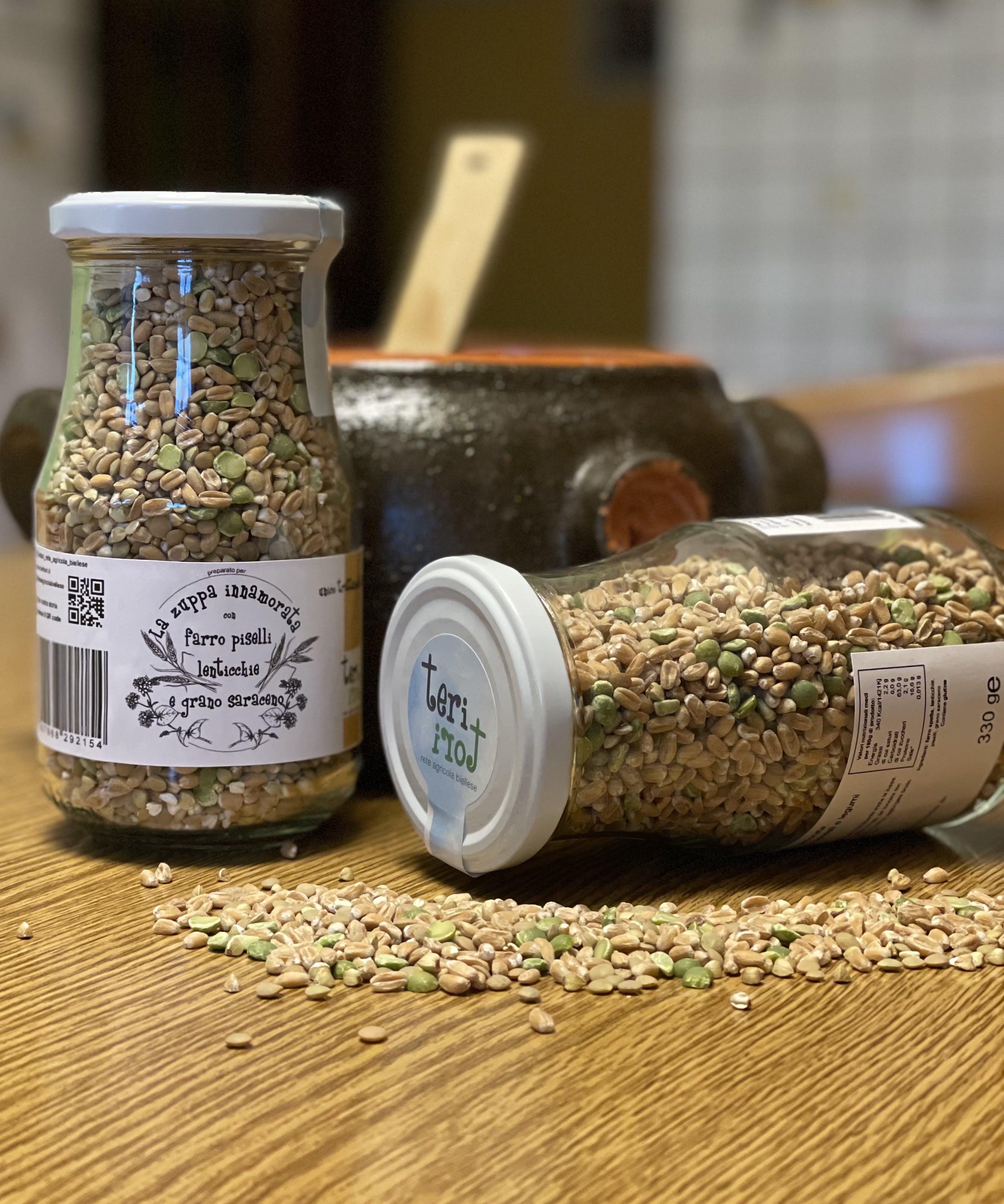Zuppa Innamorata con farro, piselli, lenticchie e grano saraceno